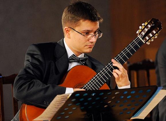 Лауреат международных конкурсов Лауреат Премии Правительства Москвы композитор, гитарист Дмитрий Бородаев