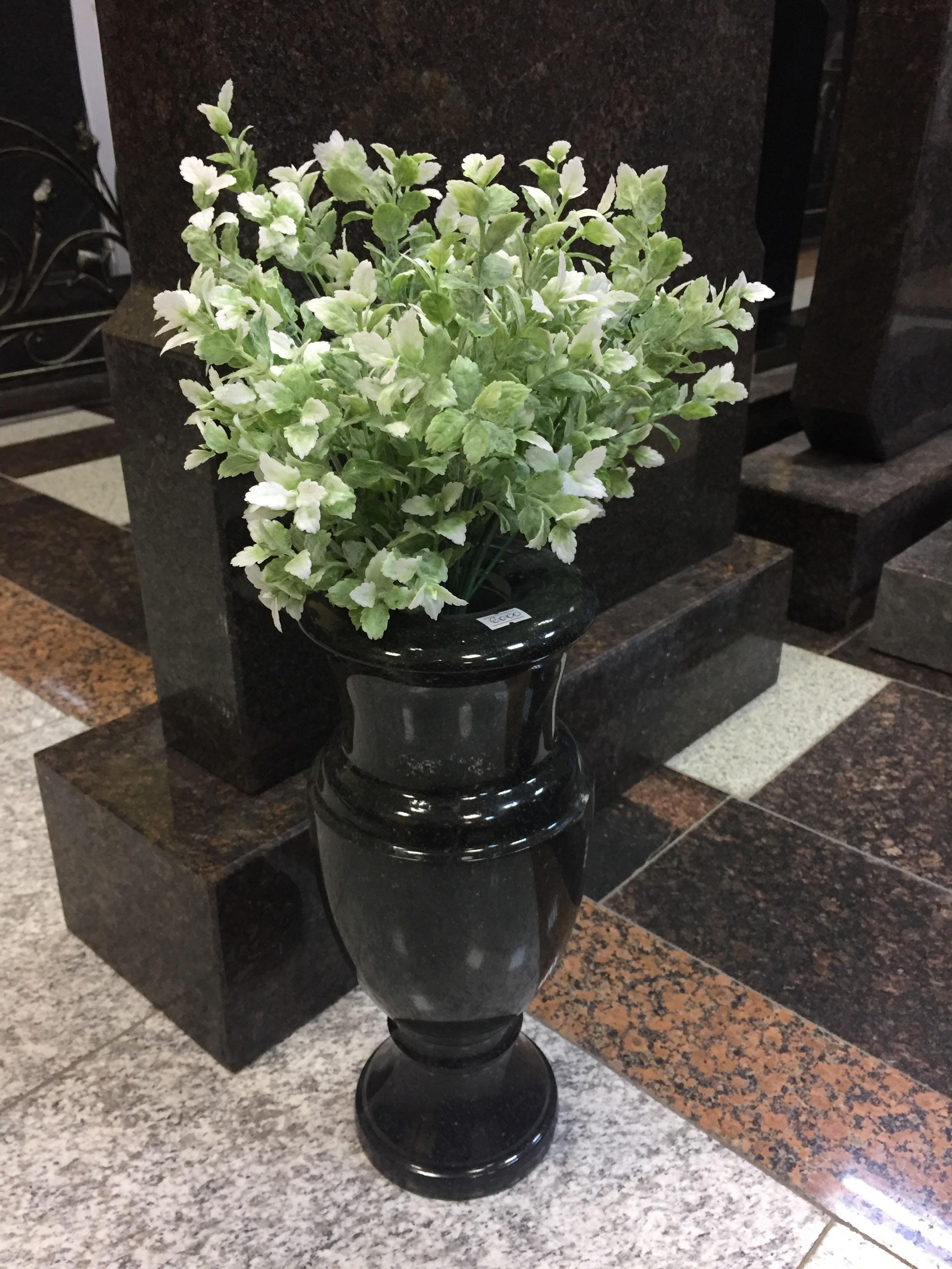 Гранитная ваза на молигу