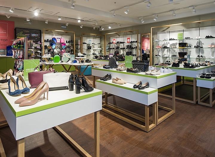 Кассовая техника гармонично дополнит стильный обувной магазин