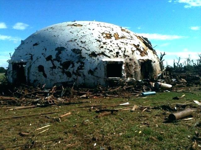 купольный дом после сильнейшей бури