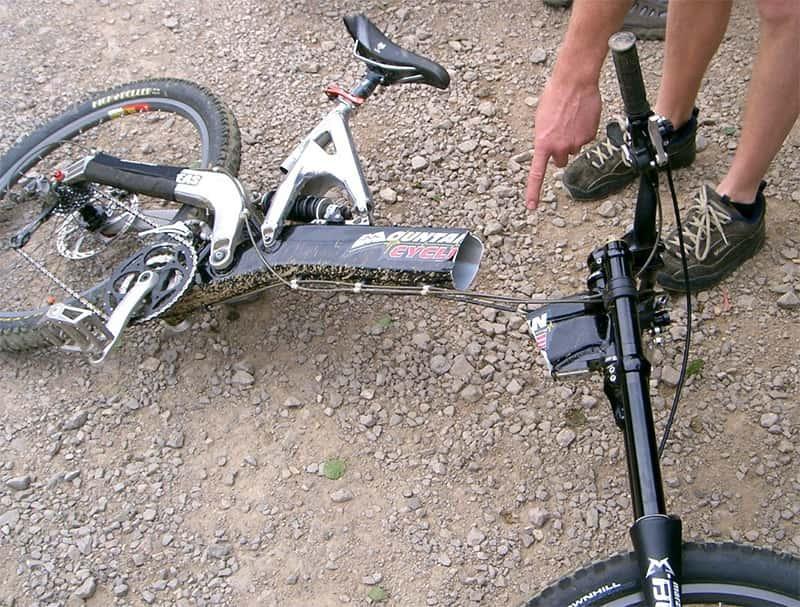 Зламана алюмінієва велосипедна рама