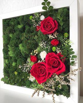 фитокартина из цветов, роз и стабилизированного мха