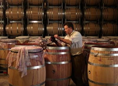 вино хранится в бочках