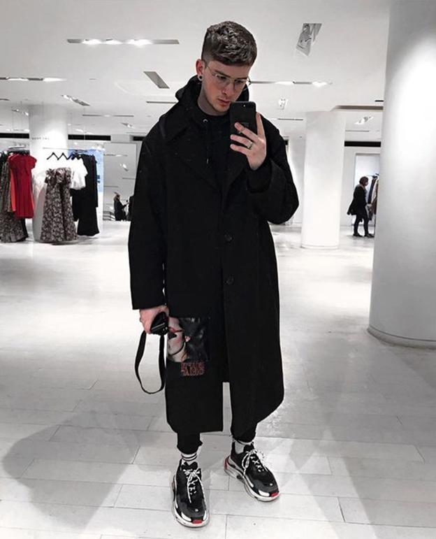 Мужской образ в кроссовках Balenciaga