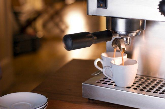 фото готового кофе в кофемашине
