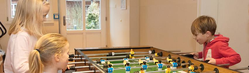 Стол для игры в детский футбол