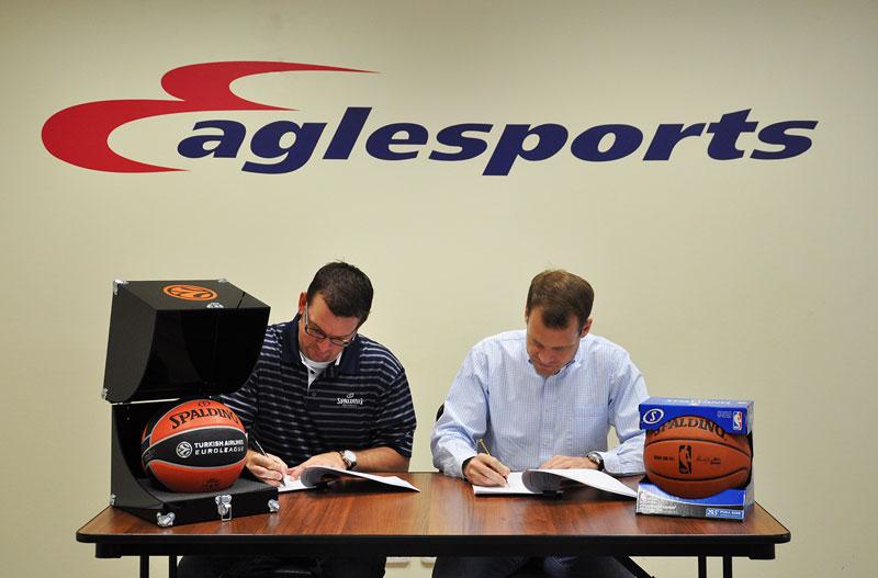 Spalding продлил договор с Eaglesports