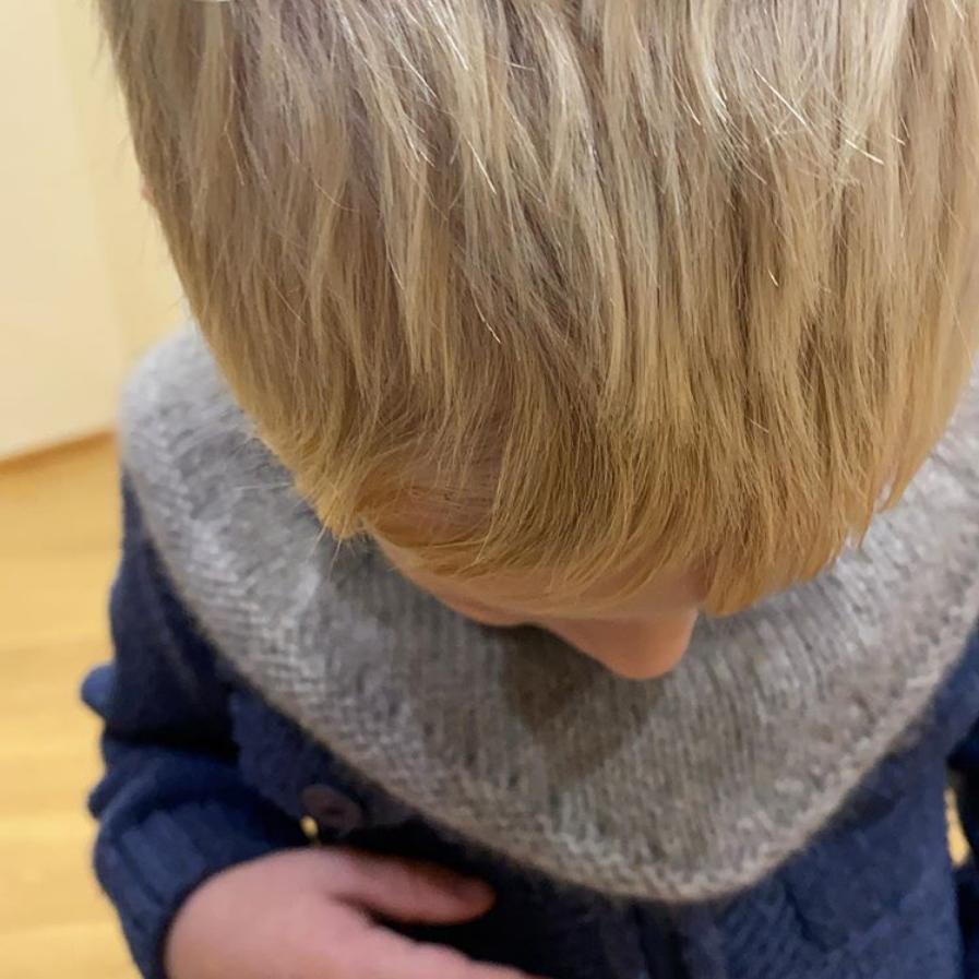 Детская манишка из пуха яка от сарлаг