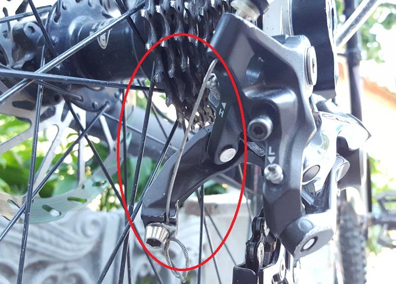 Как крепить трос на задний переключатель shimano saint m820