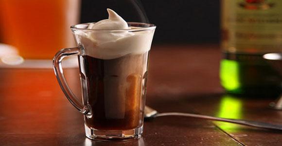 приготолвение ирландского кофе фото