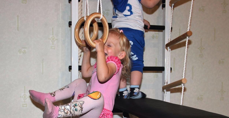 Нужна ли шведская стенка ребенку дома