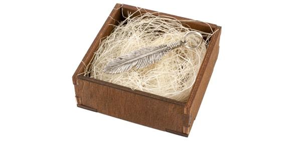 Перо серебряное в деревянной коробке на сезали