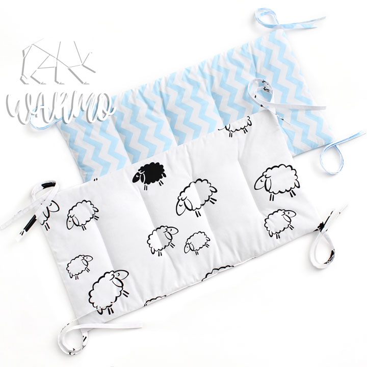бортики в кроватку з голубим зигзагом фото