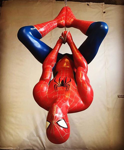 Человек-паук из пенопласта.