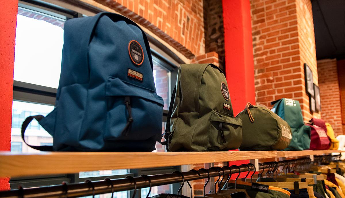 Стильные аксессуары Napapijri: сумки и рюкзаки