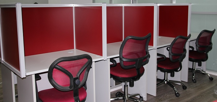 Колл-центр на основе столов с экранами