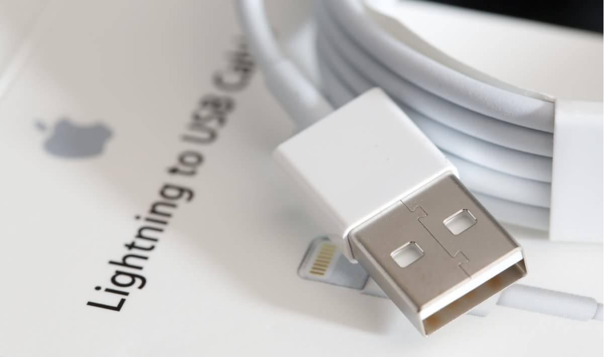 Apple Lightning to USB Cable - Оригинальный кабель для синхронизации Apple iPhone, iPad и iPod с разъёмом Lightning.