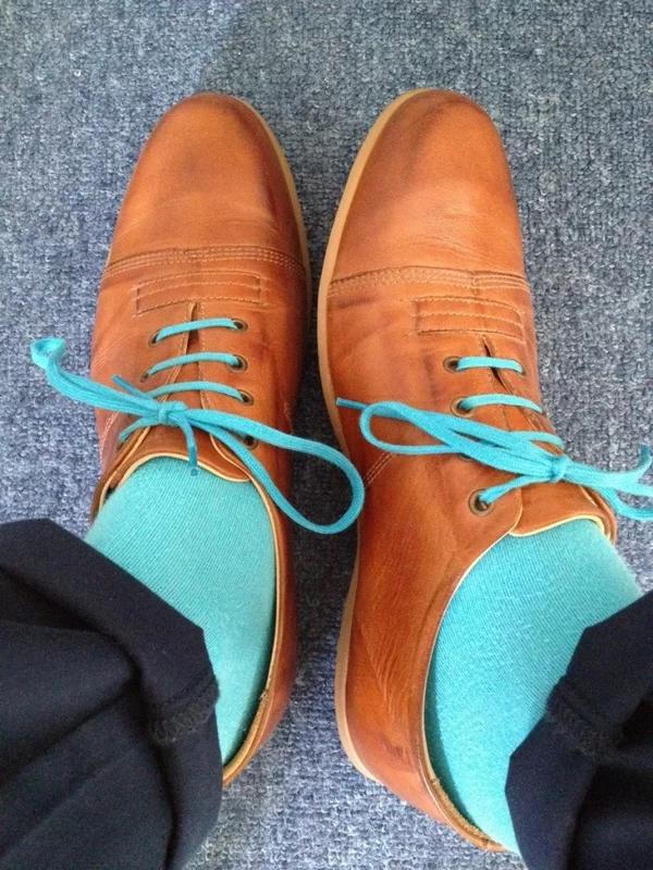 Цветные носки под цвет шнурков