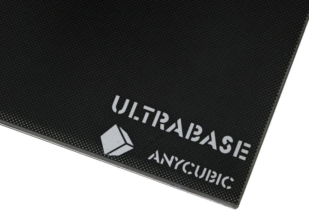 Подогреваемая печатная платформа Ultrabase Pro со специальным покрытием, надежно удерживает модели в процессе печати, и позволяет легко откреплять их после охлаждения стола.