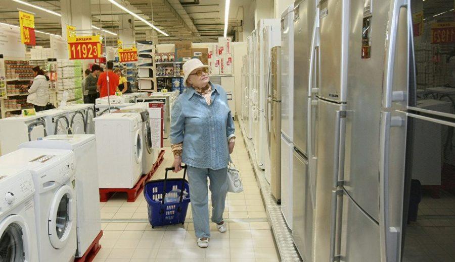 женщина в магазине бытовой техники