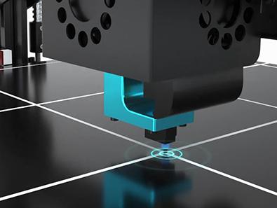 Chiron оснащен автоматической матричной системой выравнивания стола по 25 точкам. А также поддерживает регулировку высоты насадки в режиме реального времени.