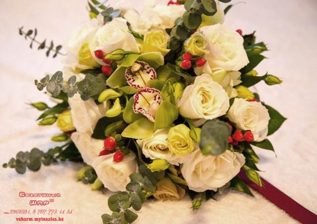 букет_невесты_с_гиперикумом_Алматы.jpg