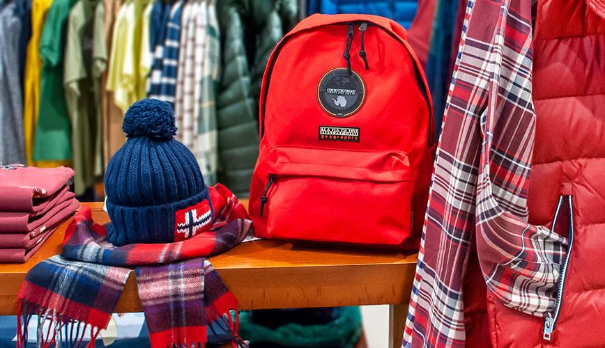 Стильные аксессуары Napapijri: шапки и рюкзаки