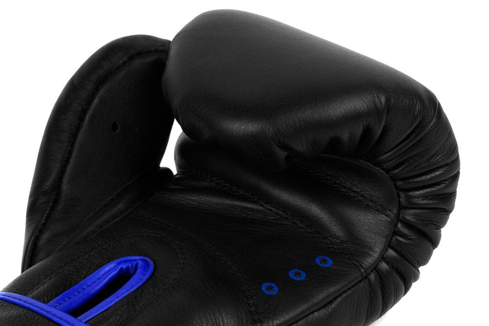 Вид вентиляции черно-синих боксёрских перчаток Dozen Monochrome