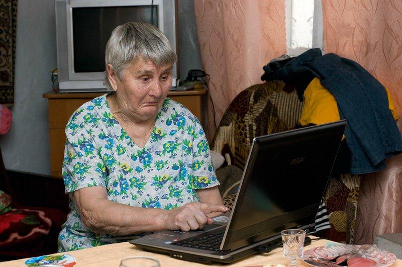 пожилые люди в интернете компьютер