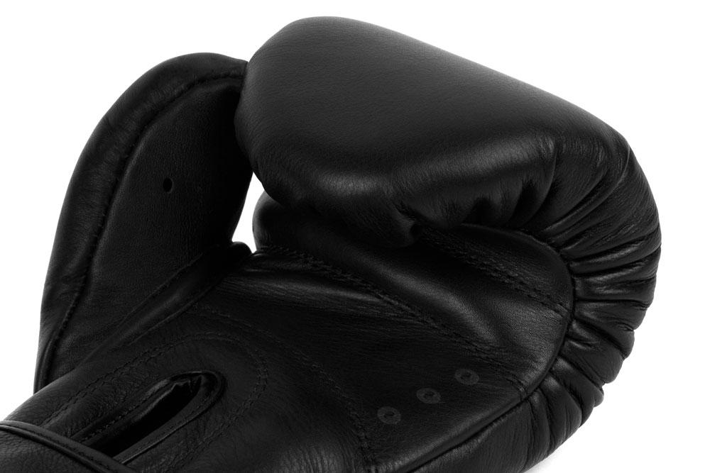 Вид вентиляции черно-черных боксёрских перчаток Dozen Monochrome