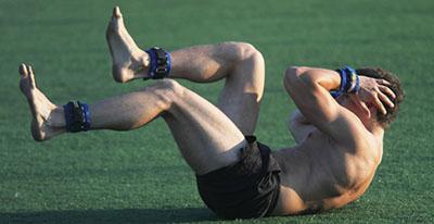 Фото упражнение со спортивными утяжелителями для кроссфит