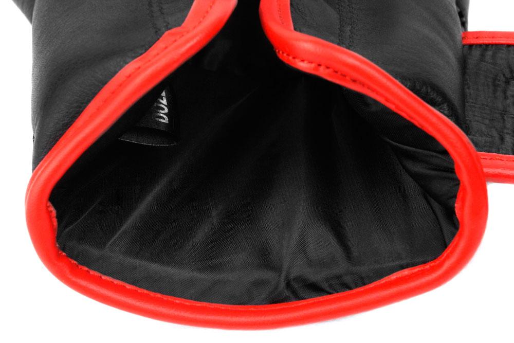 Вид подкладки черно-красных боксёрских перчаток Dozen Monochrome