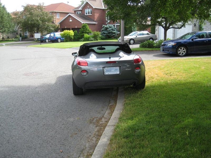Припаркованный автомобиль