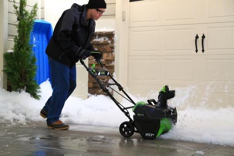 Снегоуборщики Greenworks: преимущества покупки