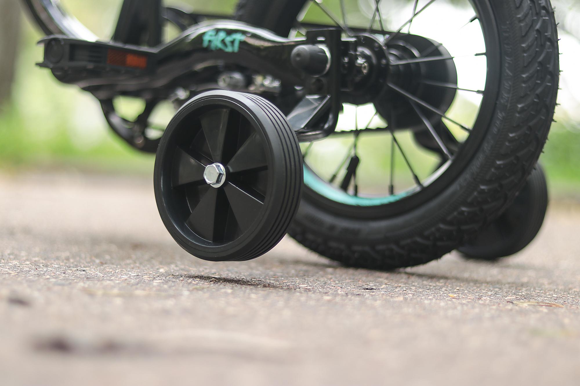боковые страховочные колесики для детского велосипеда