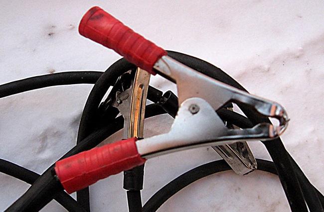 Спец. кабель для прикуривания двигателя автомобиля, в случае если сел аккумулятор