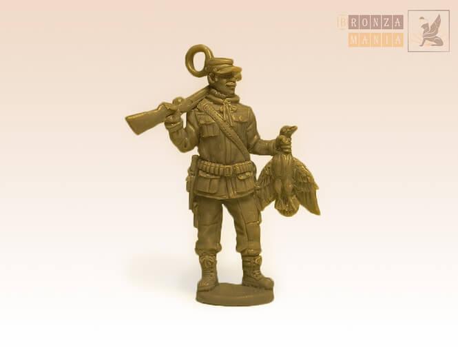 Фигурка охотника из бронзы - охотник миниатюра