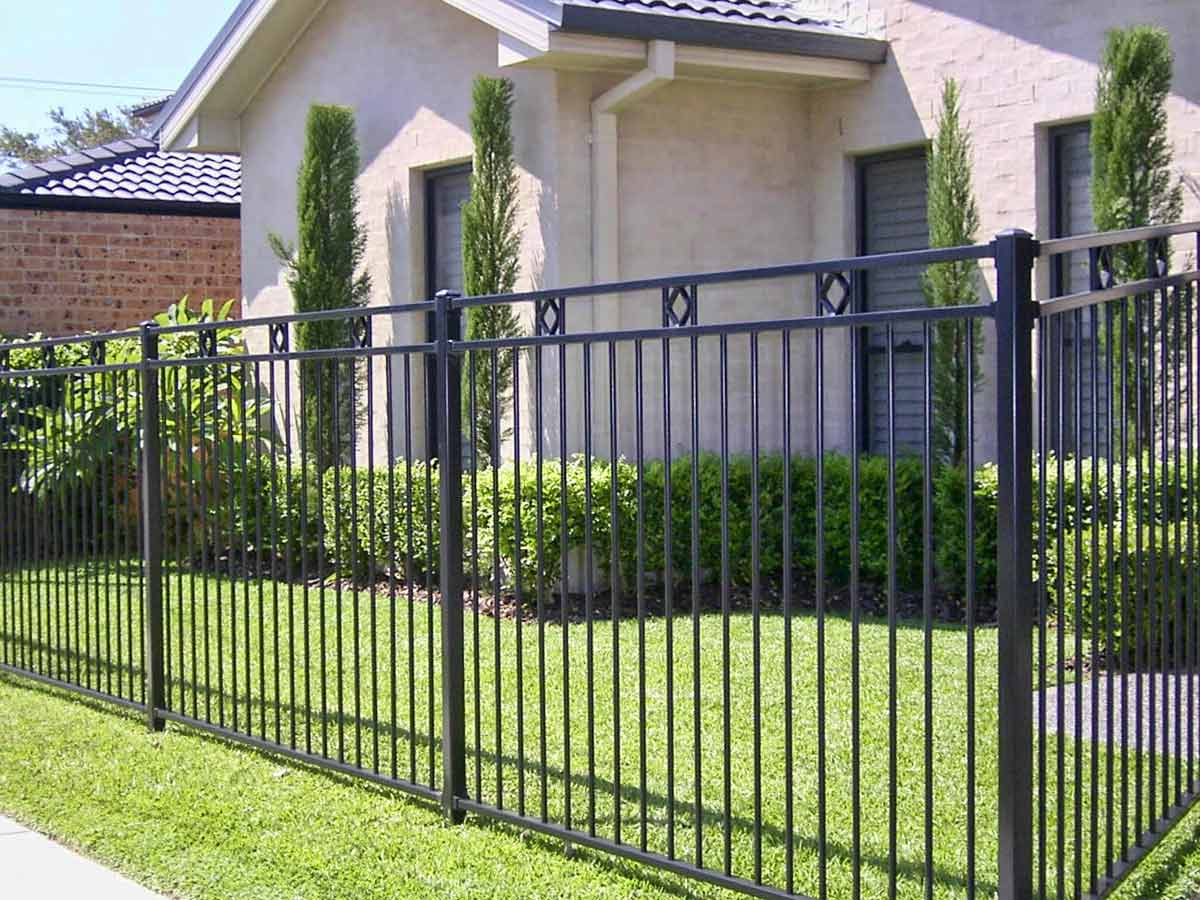 Забор из сварных конструкций