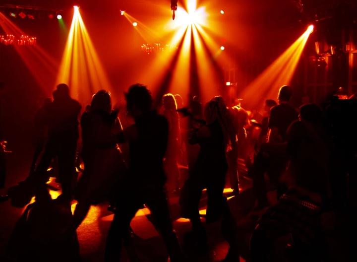 Ночные танцплощадки в придомовых кафе запрещены законом