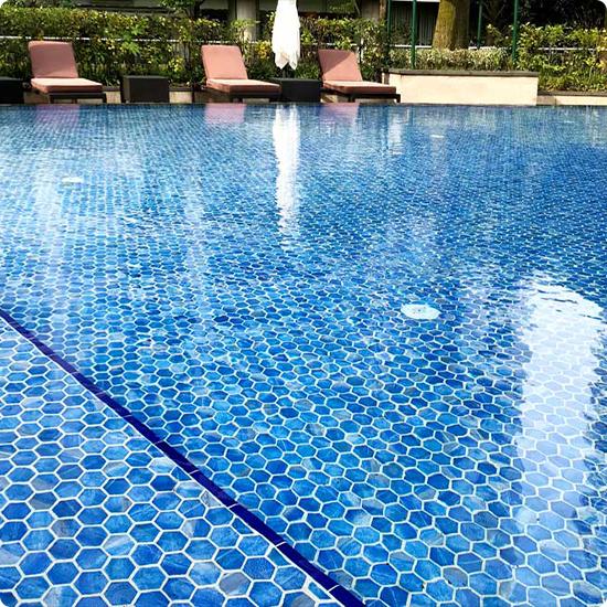 Фото бассейн с шестигранной плиткой