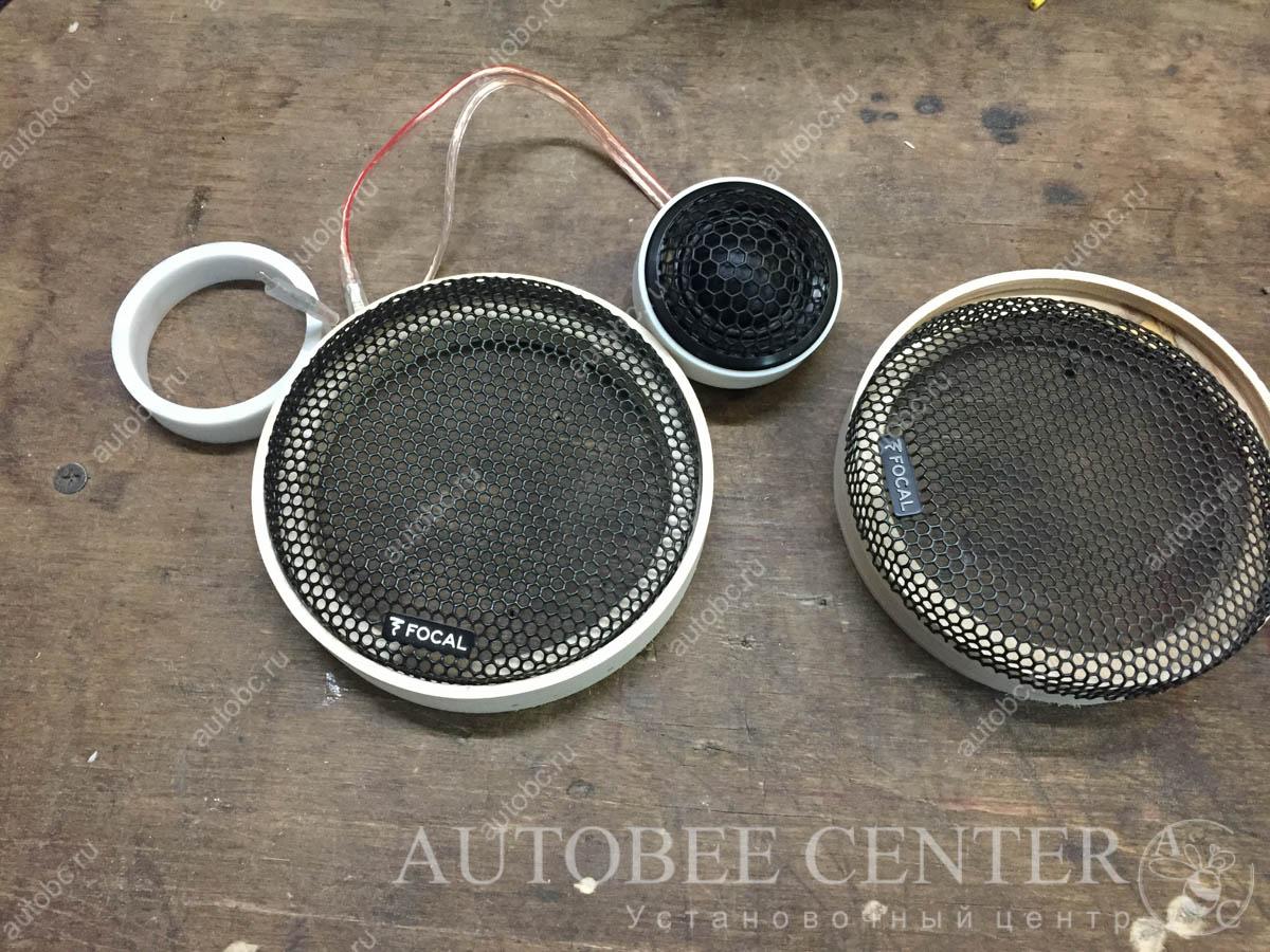 Ford Focus 3 (подиумы под трех полоску акустику)
