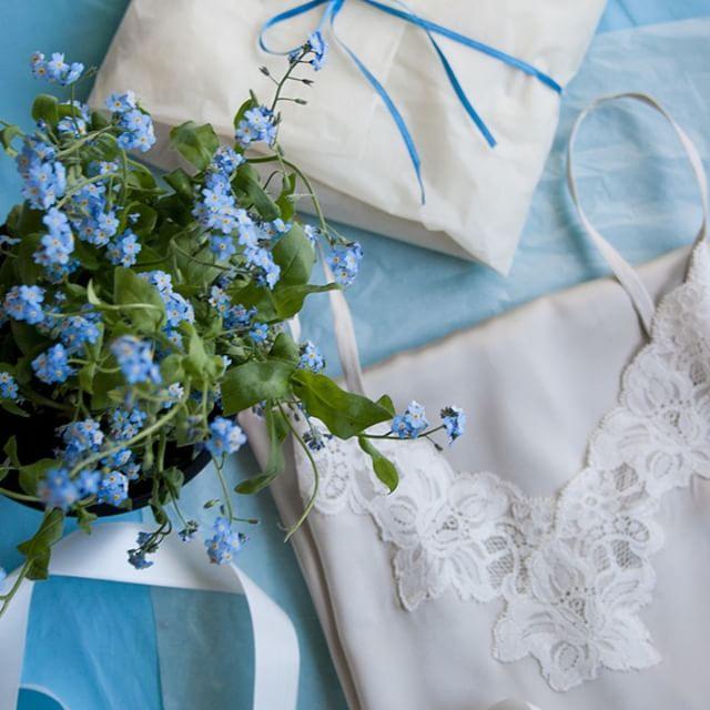 цветы_шелковая_ночная_рубашка.jpg