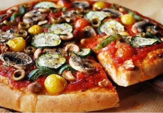 Приготовление вегетарианской пиццы на гриле