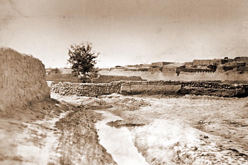 Кишлак Икан. Фото из «Туркестанского альбома» (1871—1872)