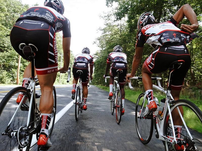 Группа велосипедистов