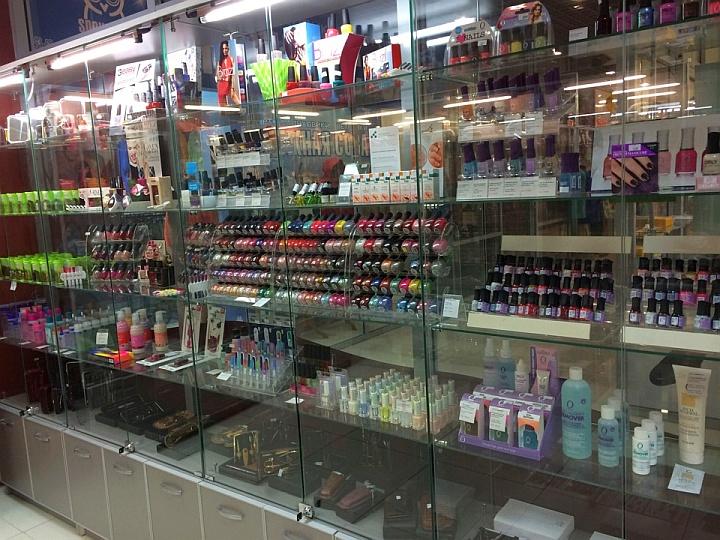 При продаже косметических товаров сам продавец должен быть красивым