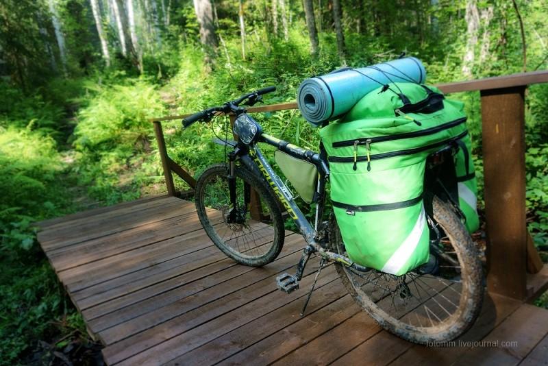Велосипед с рюкзаком-штанами
