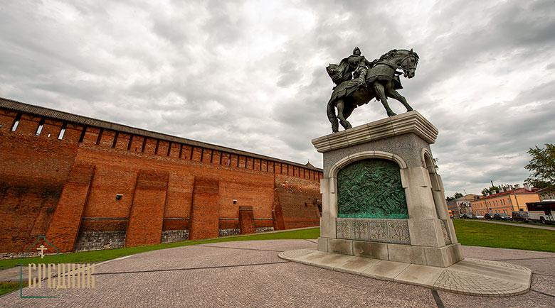 Коломенский кремль памятник князю Дмитрию Донскому