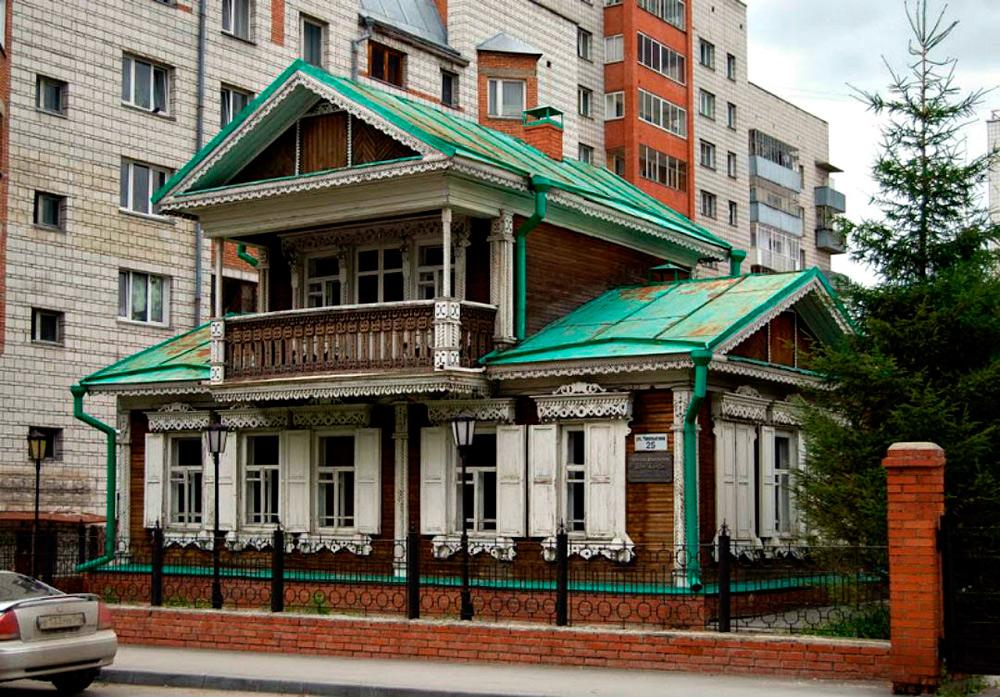 Русский дом с мезонином