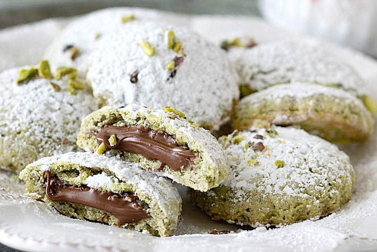 Печенье из песочного фисташкового теста